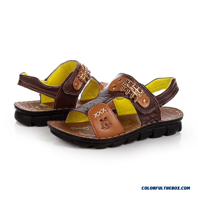 Discover the official Pikolinos online shoe store, where you'll find the latest in leather shoes and sandals. Find the footwear that best fits your style among our wide selection of leather shoes for men, women and kids.