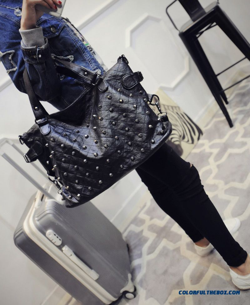... New Women s Rivets Diamond Lattice Big Bag High Capacity Shopping Bags  Top Sale In Winter ... 1badf1772b433