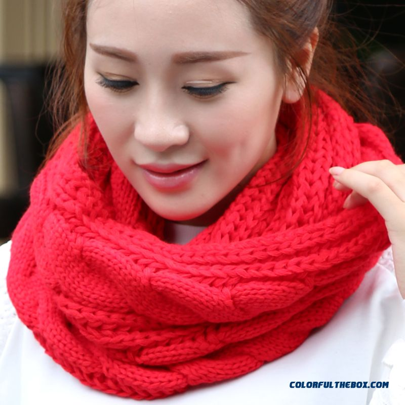 Boutique High-quality Winter Accessories Couple Warm Knitted Scarf Women Twist Scarves
