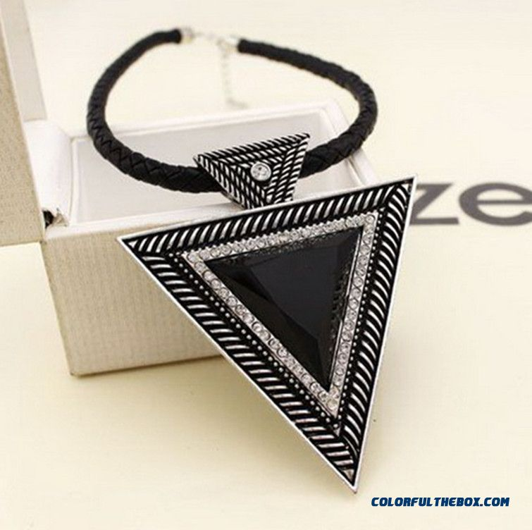 European And American Style Jewelry Large Exaggerated Geometric Triangle Clavicle Short Women Pendant