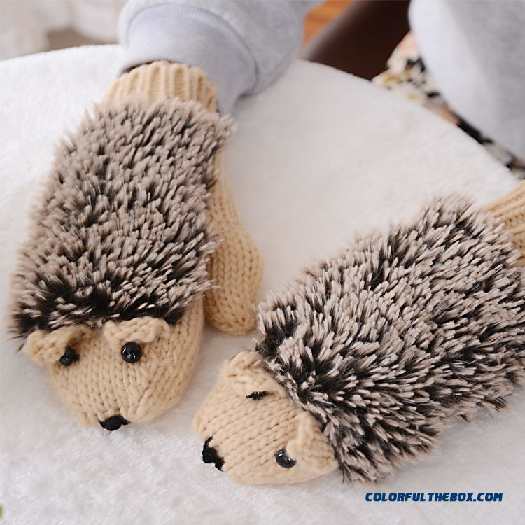 New Plush Mittens Knit Cute Cartoon Hedgehog Girl Women Gloves Free Shipping