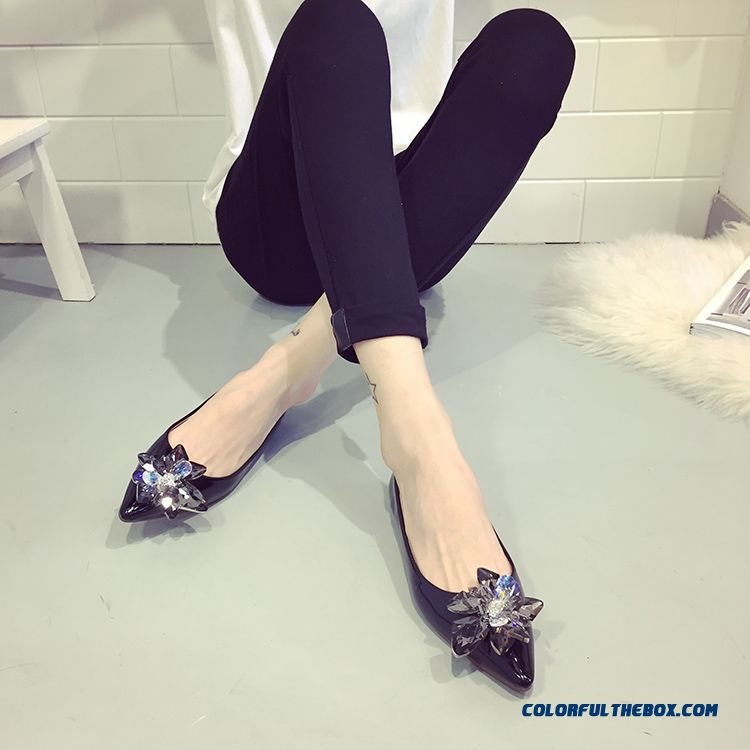 New Shallow Mouth Fall Women Flat Shoes Rhinestones Black Pointed
