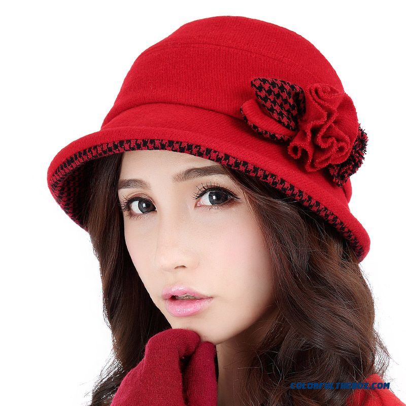 Today's most popular hat styles, like women's fedoras and vintage-inspired hats of all shapes and sizes, round out this selection of women's fashion hats. We also carry big and small brim hats, mod caps, cloche styles, and knit caps.